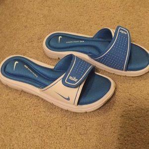 Sandals/ slides